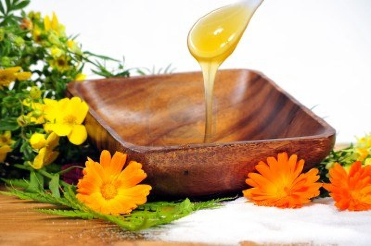 10642220_body_sugaring_honey_spa_cosmetics